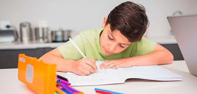 Fotografía tomada de https://www.guiainfantil.com/articulos/educacion/escuela-colegio/como-organizar-la-zona-de-estudio-de-los-ninos/